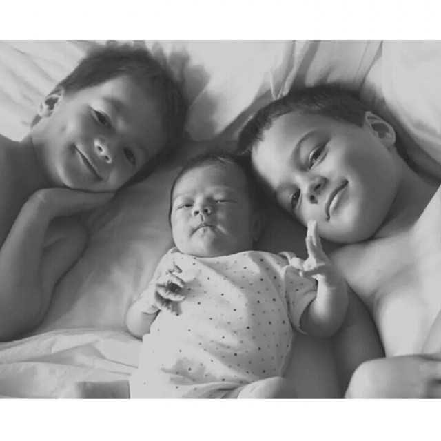 6am photoshoot with my three sweeties - baby girl was 2 weeks old today #siblings #babygirl #grateful #littlemoments