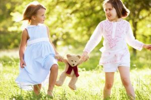 Resources that Teach Kids to Build Healthy Friendships {Free Printables}